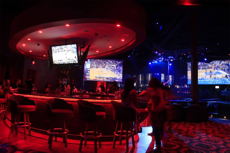 Center Bar and HUGE TV screens